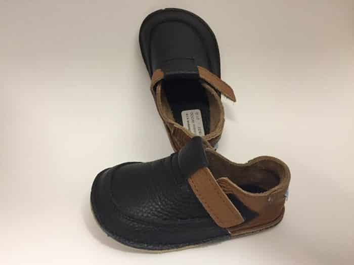 baby bare shoes wood