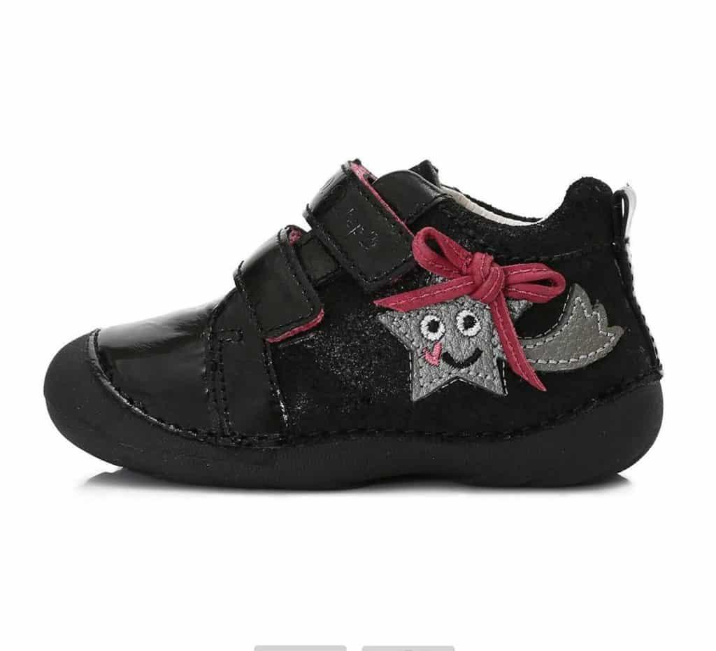 Čierne dievčatá s veľkými topánočky