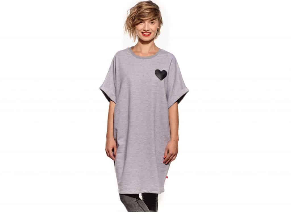 5c820c35e Home>eShop>Oblečenie>Tričká (krátky rukáv)>Pískacie – dámske šaty – Oversize