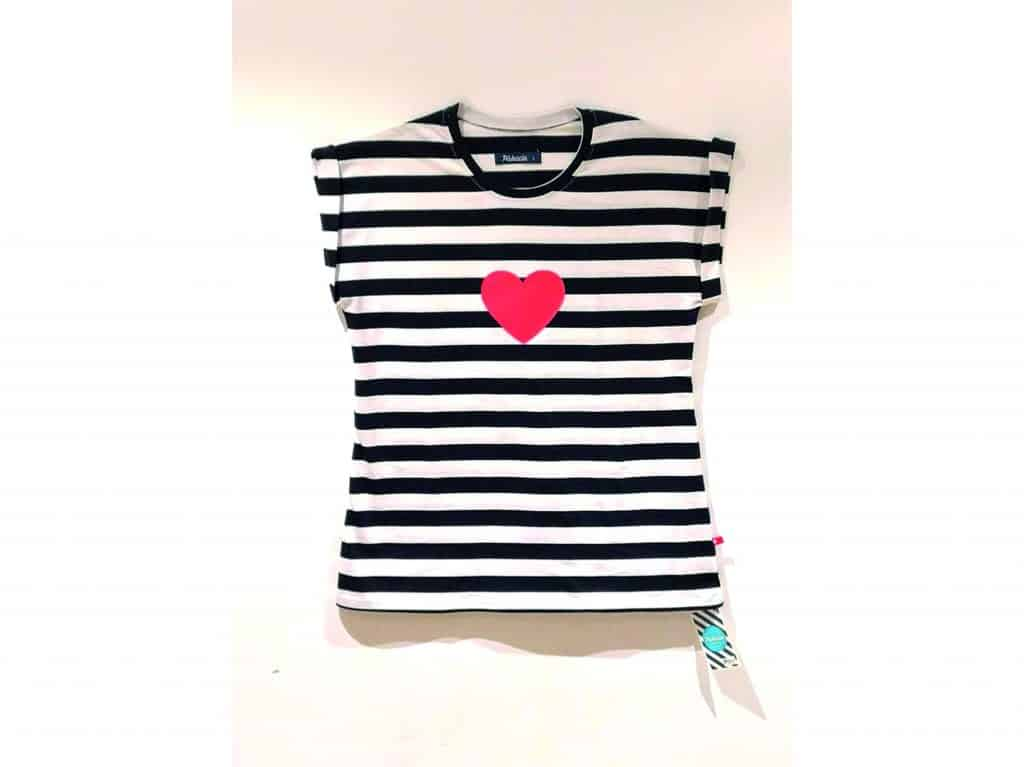 56c2f546aa6a Home eShop Oblečenie Tričká (krátky rukáv) Pískacie – dámske tričko – čierne  prúžky s červeným srdiečkom